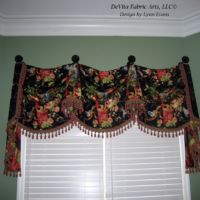 Kingston Valance on Medallions